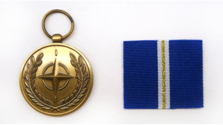 "Médaille de l'OTAN- Article 5 ""Eagle Assist"""